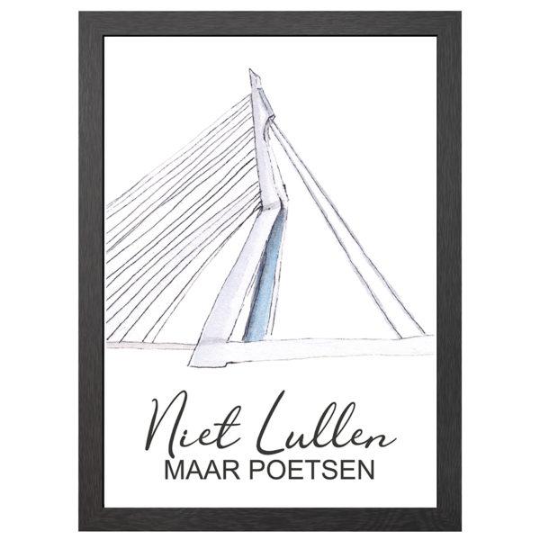 """Verfraai je ruimte met de """"Niet Lullen maar Poetsen"""" Poster van de Eramusbrug in lijst uit de Lyrics collectie met streektaal en uitdrukkingen van Joyin."""